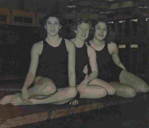 Links Nel Gerritsen (schoolslag), midden Irma Schumacher (borstcrawl) en rechts Ria van der Horst (rugcrawl) zwommen in 1950 een wereldrecord op de 3x 100 meter wisselslag