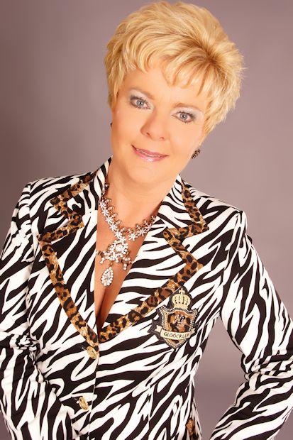 Elly Lockhorst zingt Rotterdamse liedjes en zeemansliedjes