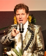 Entertainer Johnny Valentino geeft topshow in Maashaventheater