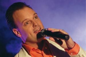 Jurgen Jonkers zingt Hollandse hits in LCC 't Klooster