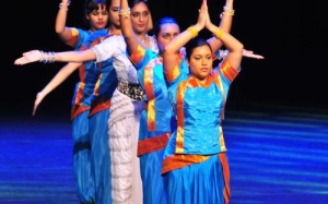 Dansgroep Namahskar danst in Romeynshof